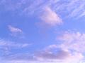 高々度に筋雲、その下にも別の雲