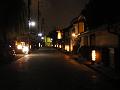 ほの明るい街道筋