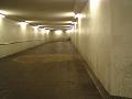 地下道(のぞき見るような)