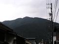 柳町から太郎山を望む