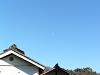 土蔵の上の半月