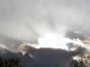 雲が吐き出す光