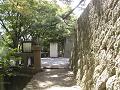 二の丸橋へ。鐘楼下、堀端の細道