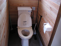 上から見下ろす洋式トイレ