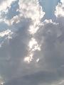 雨雲割れる(縦)