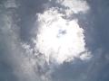 太陽を隠す一片の雲