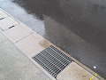 雨降り路面