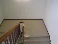 階段の踊り場を見る