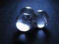 【手ぶれ・ピンぼけ有り】闇の中、光に照らされる水晶玉
