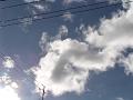 電柱の上でのたうつ雲