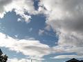 雲は千切れ、流れてゆく