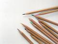 散らばった色鉛筆