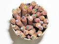 鉛筆立ての中の色鉛筆を上から
