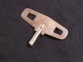 カギ巻き式柱時計の撥条を巻く鍵(ねじまき)