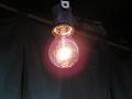 軒先の白熱電球