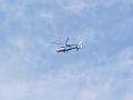 秋空を征くシングルローター式ヘリコプター。
