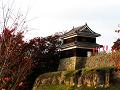 秋の夕日を浴びる上田城西櫓。