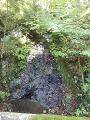鹿教湯温泉:岩肌流れ下る水