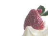 生クリームの上のイチゴ