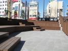 ロータリーの中階段状の広場