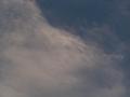 雲の向こうの半月